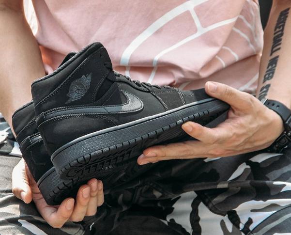 Air Jordan 1 Mid AJ1黑武士男款籃球鞋折後價$45,馬上結束