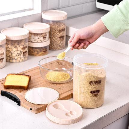 廚房透明五穀雜糧儲物罐大號塑膠帶蓋圓形可密封收納罐乾貨收納盒 原價7.90元,券後價僅4.90元